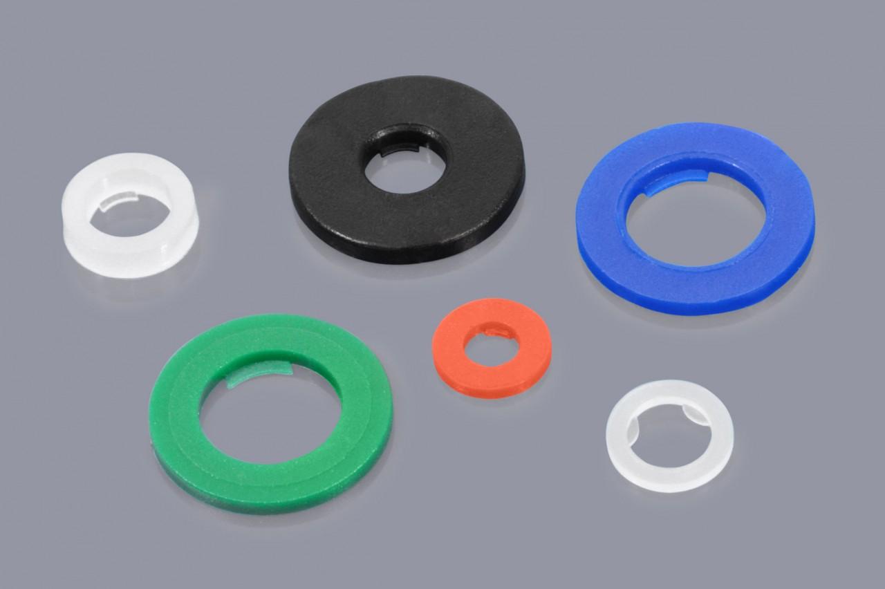 Distanzscheiben mit Sicherungslaschen / Haltelippen aus Kunststoff