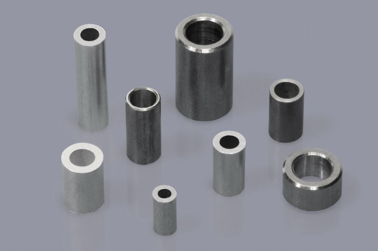Distanzhülsen / Distanzröhrchen aus Metall