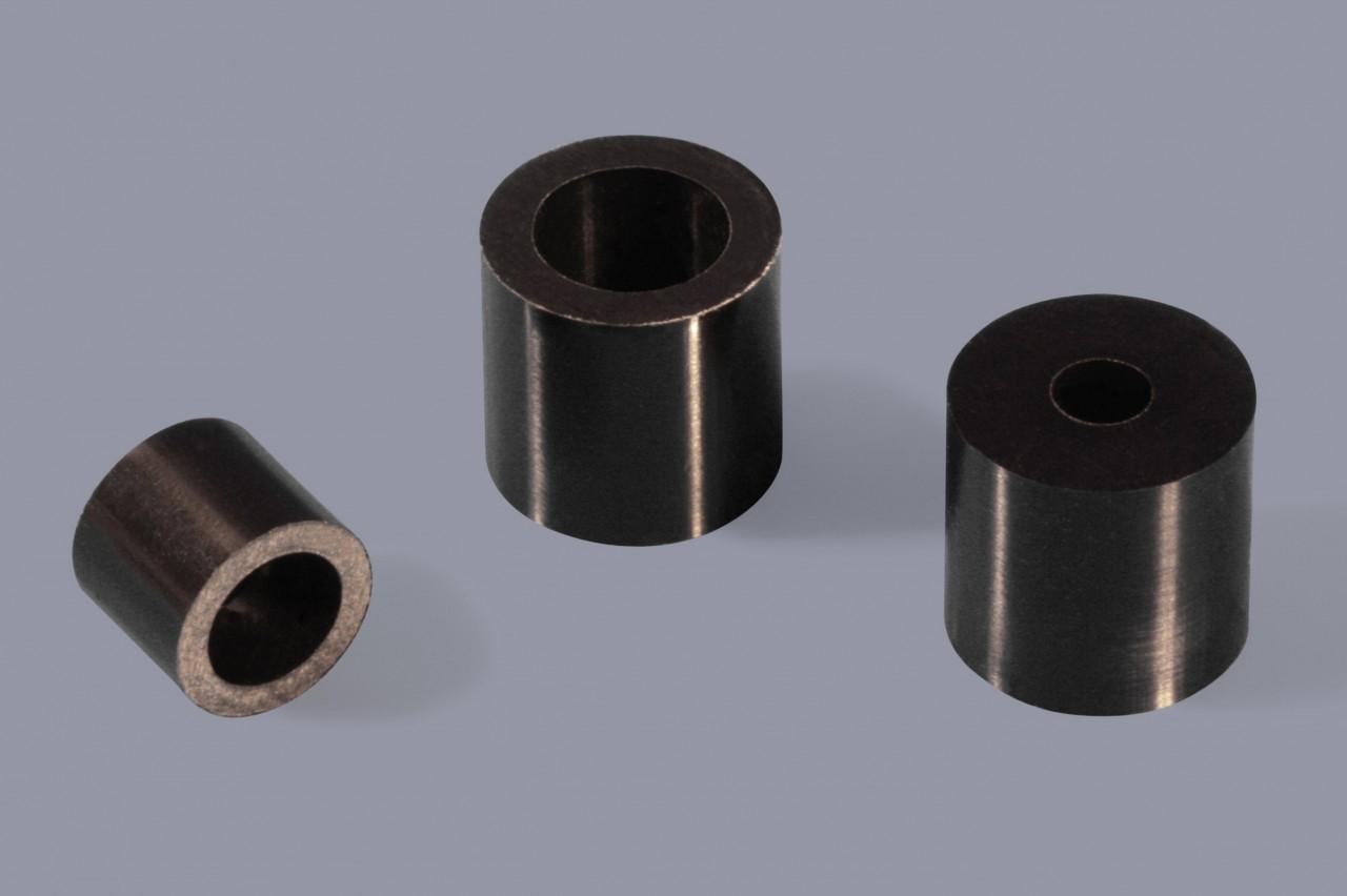 Distanzhülsen / Distanzröhrchen aus Kunststoff abgesetzt