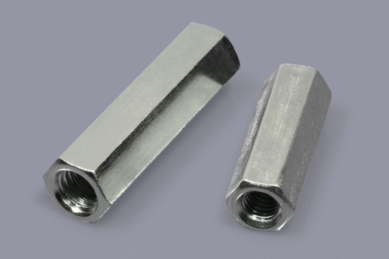 Distanzmuffen aus Metall mit durchgehendem Innengewinde, sechskant